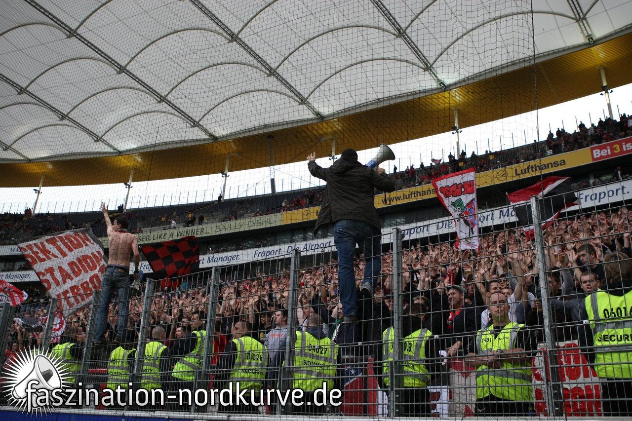 Zaunbeflaggung in Frankfurt 2010